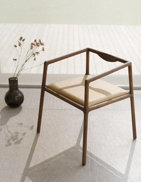 EKTA Crescent Chair
