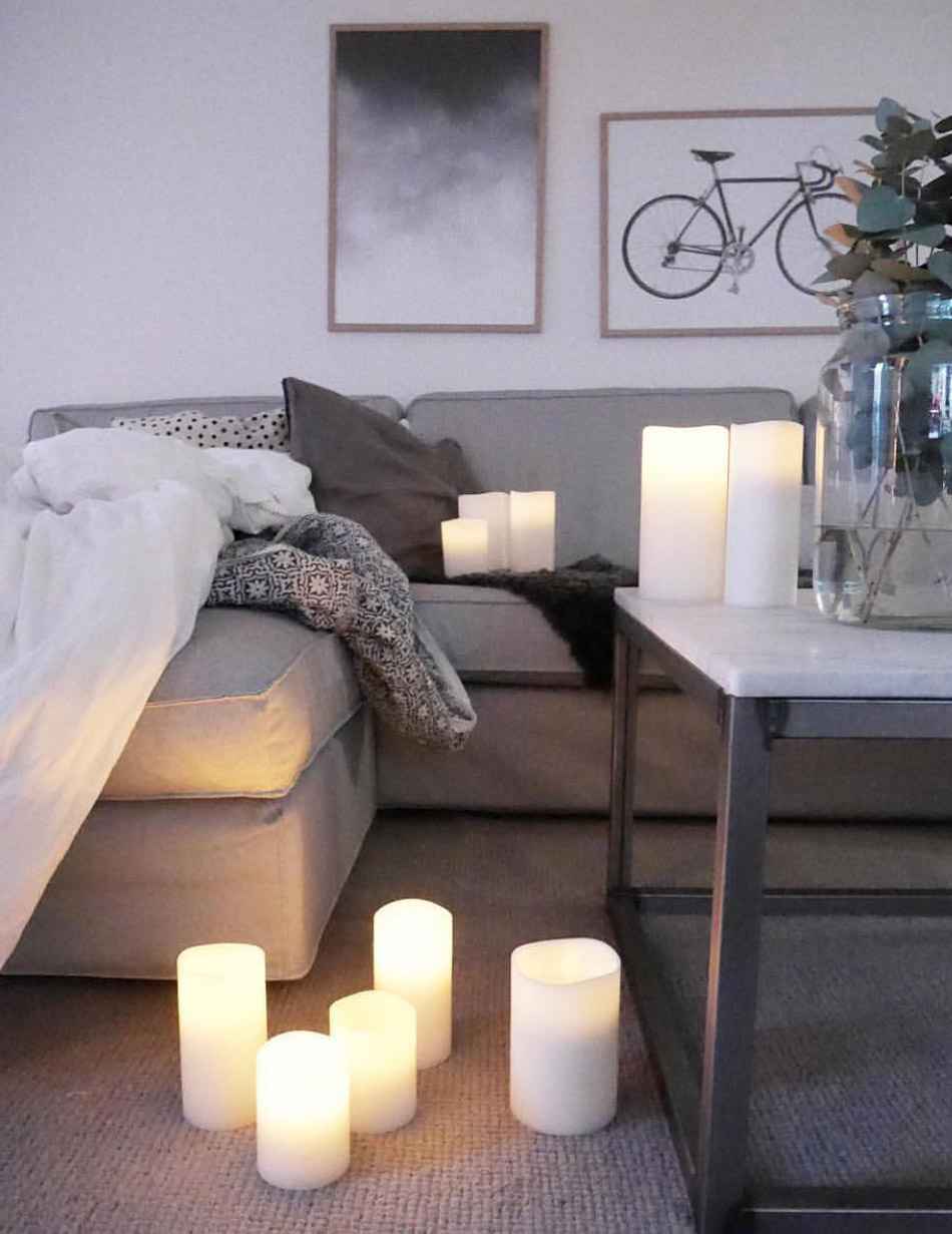 Lounge room ambience with Enjoy Platinum flameless candles